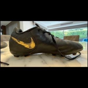 Nike tempo soccer boots for soccer